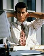 задумчивый мужчина, уставший человек в офисе