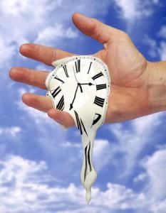 время и часы в руке, время течёт